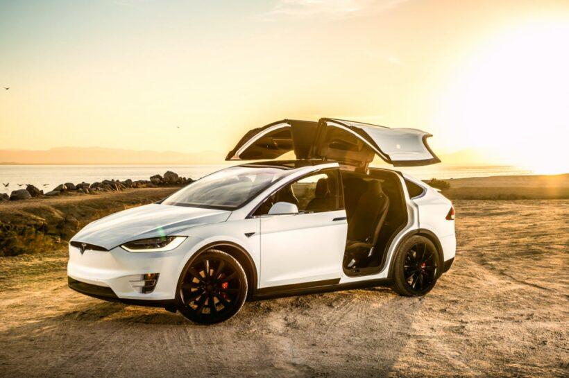 Auto de Tesla es hackeado a kilómetros de distancia